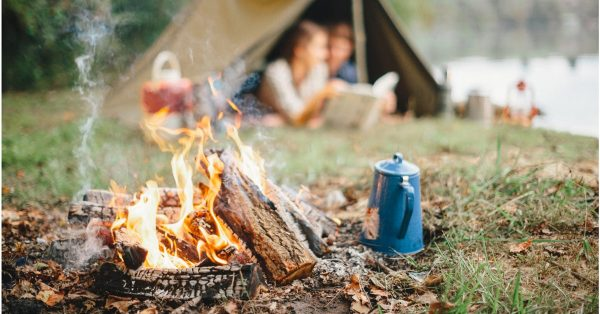 Kampovanje uz logorsku vatru