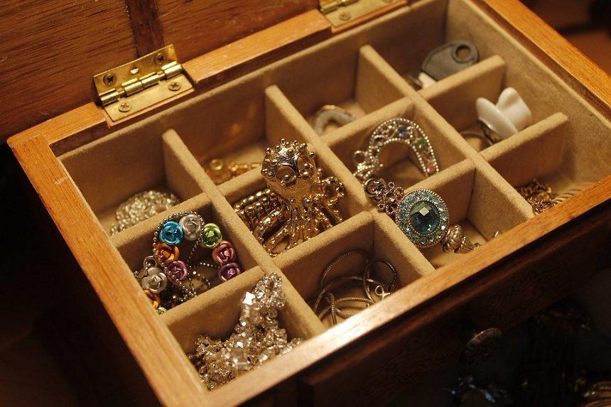 Dragoceni predmeti u kući: koliko možete da zaradite prodajom?