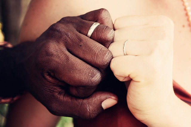 Birate pozivnice za vencanje? Evo kako da ih svi pamte